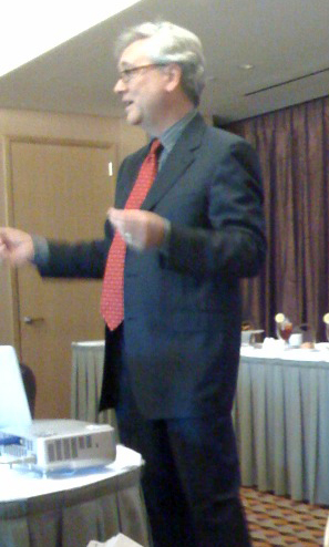 Ralph Losey lecturing in Miami