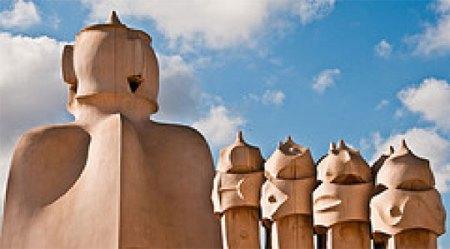 Gaudi's Le Pedrera - exterior statutes