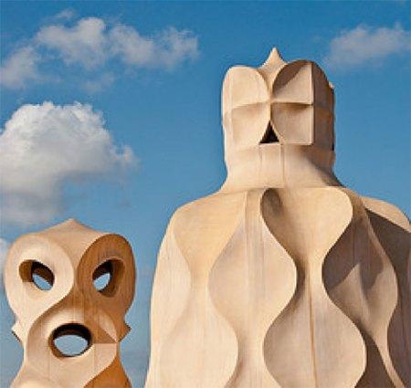 Gaudi-Le-Pedrera-statute